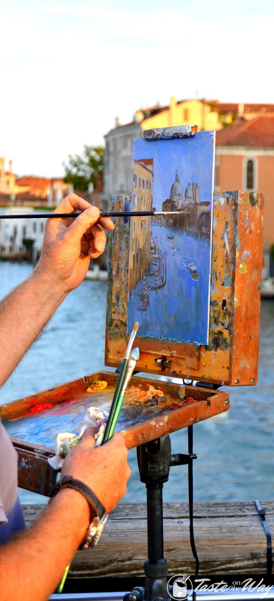 One of the top 10 fun #ThingsToDo in #Venice, #Italy is to enjoy the works of street artists. Check out for more! #travel #photography @tasteontheway