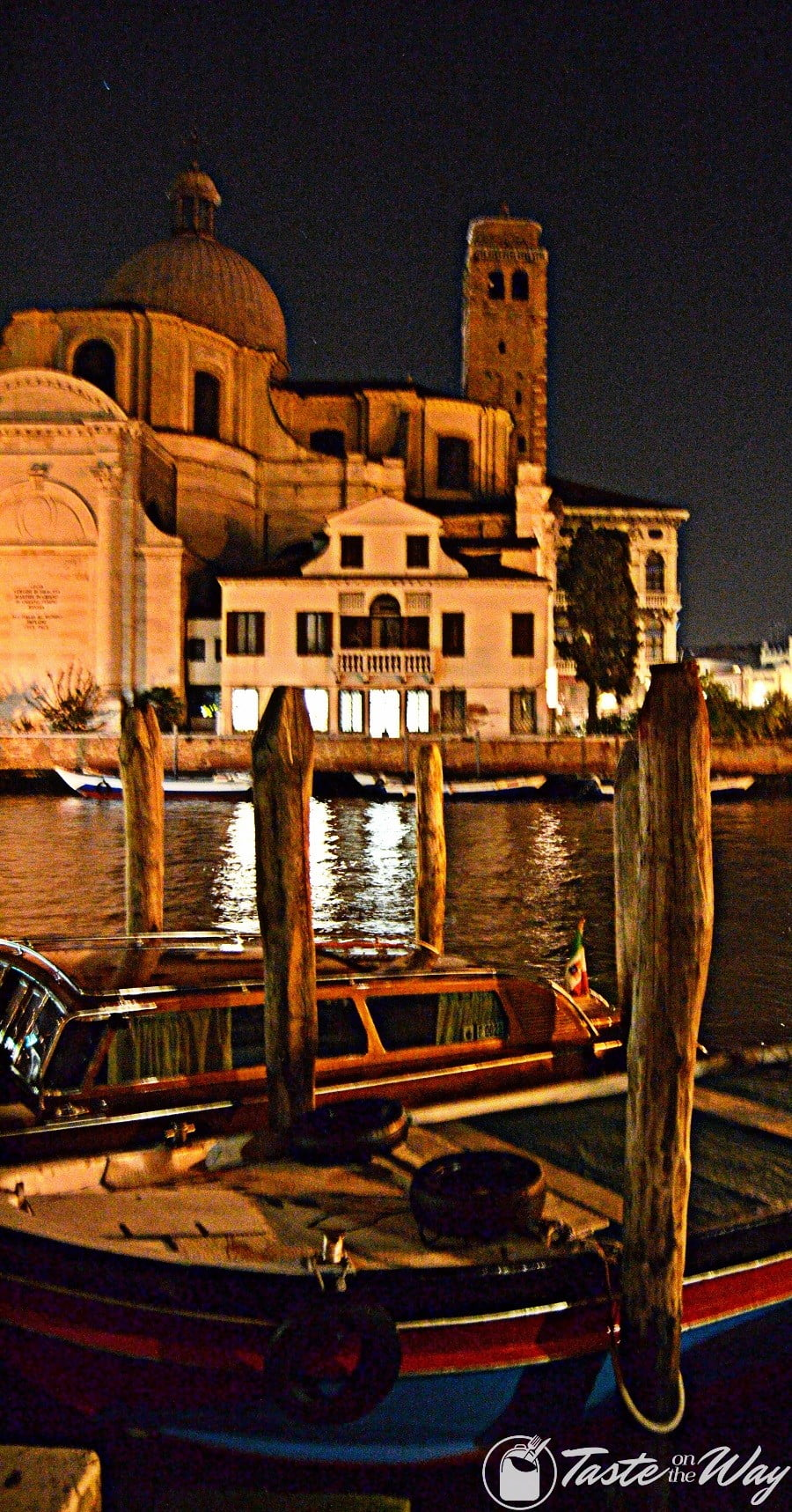 One of the top 10 fun #ThingsToDo in #Venice, #Italy is to discover the night life. Check out for more! #travel #photography @tasteontheway