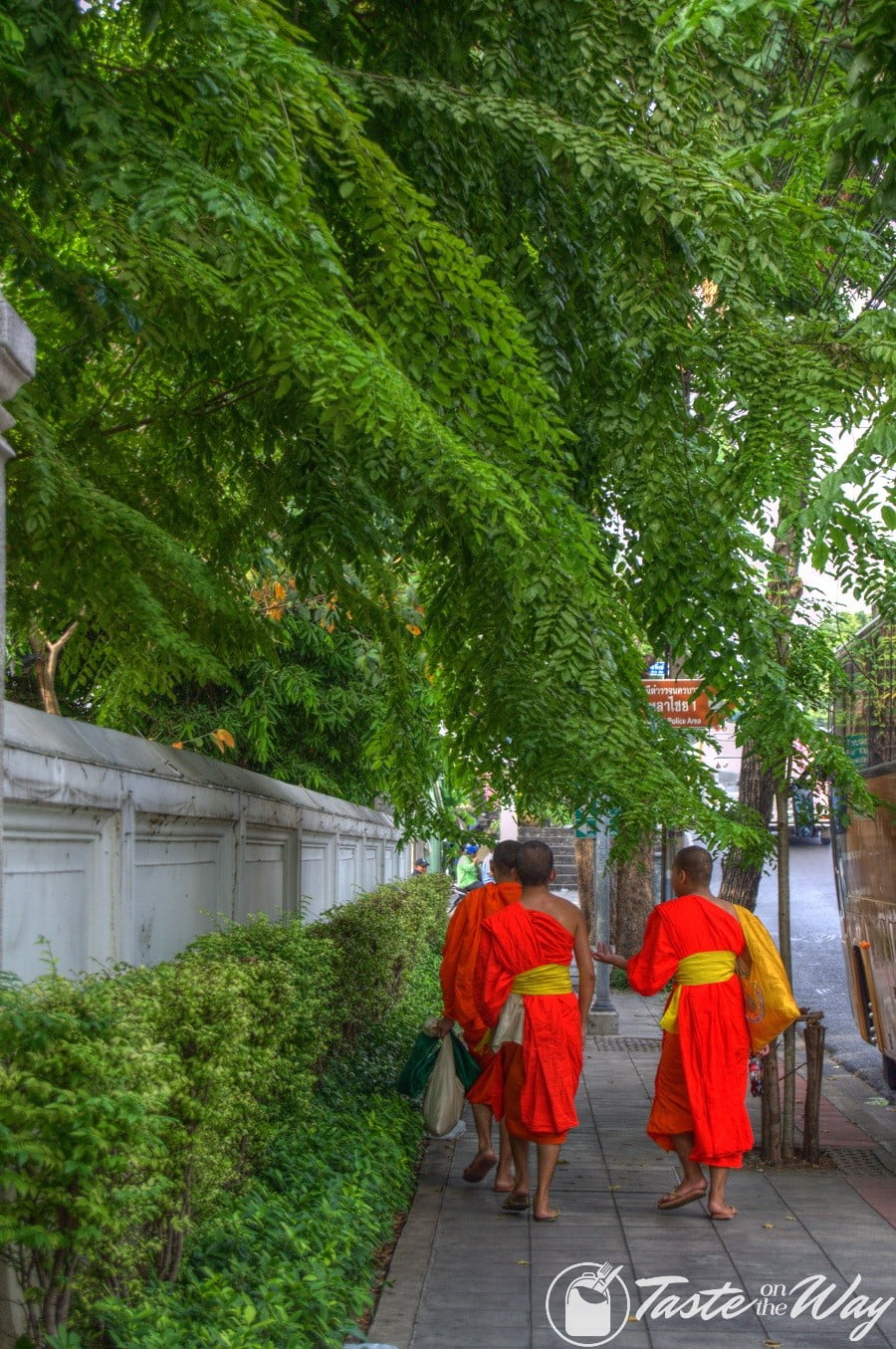 Top 10 Best Things to Do in Bangkok - Taking a walk through the city is just one of the top #thingstodo in #Bangkok, #Thailand. Check out for more! #travel #photography @tasteontheway