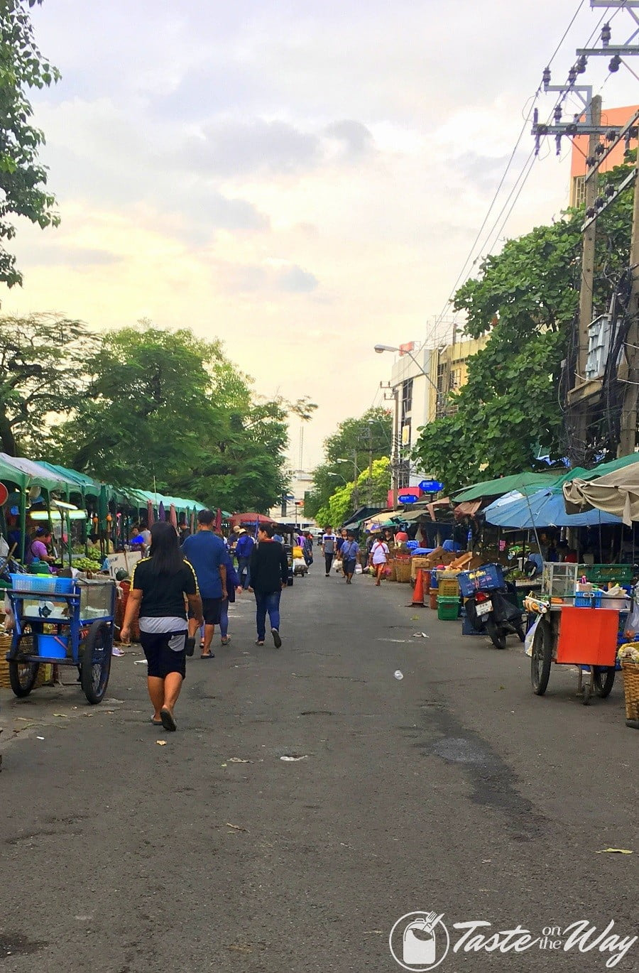 Top 10 Best Things to Do in Bangkok - Visiting a street market is just one of the top #thingstodo in #Bangkok, #Thailand. Check out for more! #travel #photography @tasteontheway